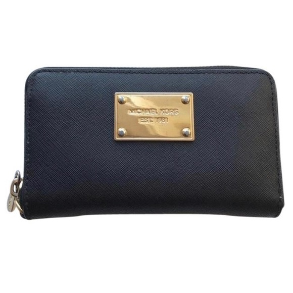 Michael Kors Handbags - Michael Kors Essential Zip Wallet - Black